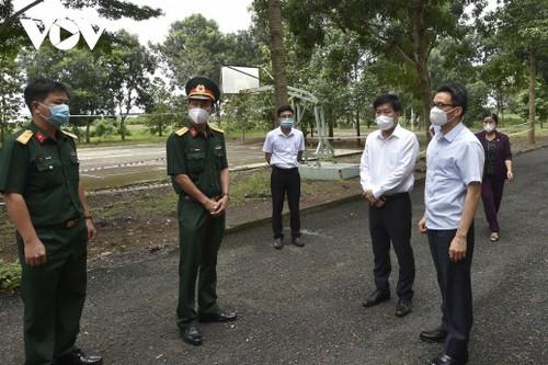 ダム副首相、ビンフォク省の新型コロナ予防対策を視察 - ảnh 1