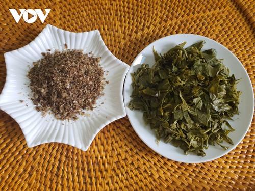 赤ザオ族のキャッサバの芽と葉から作る漬物 - ảnh 3