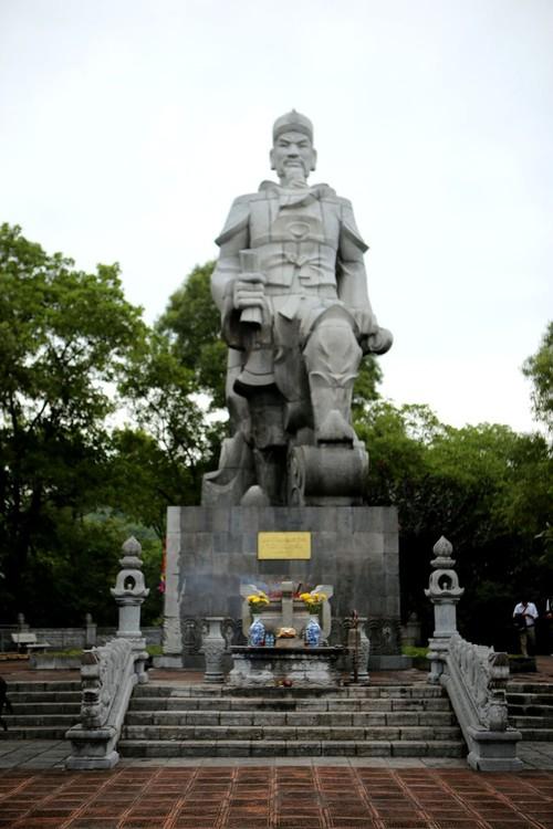 Artistik yang unik dan alam yang aneh di Kuil Cao An Phu - ảnh 2