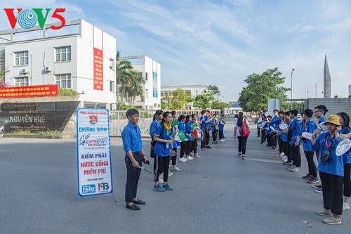 Học sinh cấp II Hà Nội phấn khởi hoàn thành kỳ thi tuyển sinh lớp 10 - ảnh 1