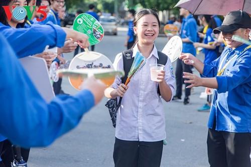 Học sinh cấp II Hà Nội phấn khởi hoàn thành kỳ thi tuyển sinh lớp 10 - ảnh 2