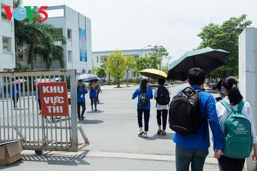 Học sinh cấp II Hà Nội phấn khởi hoàn thành kỳ thi tuyển sinh lớp 10 - ảnh 3