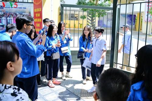 Học sinh cấp II Hà Nội phấn khởi hoàn thành kỳ thi tuyển sinh lớp 10 - ảnh 7