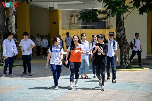 Học sinh cấp II Hà Nội phấn khởi hoàn thành kỳ thi tuyển sinh lớp 10 - ảnh 9