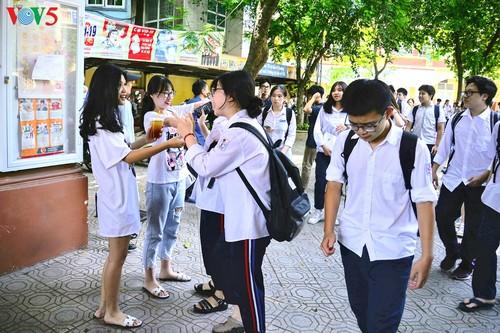 Học sinh cấp II Hà Nội phấn khởi hoàn thành kỳ thi tuyển sinh lớp 10 - ảnh 13