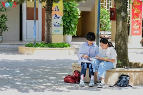 Học sinh cấp II Hà Nội phấn khởi hoàn thành kỳ thi tuyển sinh lớp 10 - ảnh 14