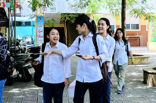 Học sinh cấp II Hà Nội phấn khởi hoàn thành kỳ thi tuyển sinh lớp 10 - ảnh 15