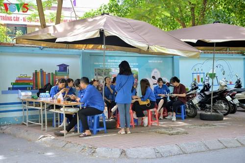 Học sinh cấp II Hà Nội phấn khởi hoàn thành kỳ thi tuyển sinh lớp 10 - ảnh 16