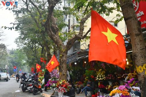 Hà Nội rực rỡ cờ hoa chào mừng Đại hội lần thứ XIII của Đảng - ảnh 1