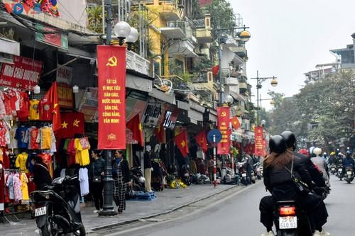Hà Nội rực rỡ cờ hoa chào mừng Đại hội lần thứ XIII của Đảng - ảnh 8