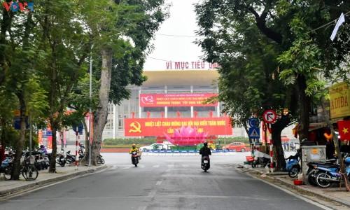 Hà Nội rực rỡ cờ hoa chào mừng Đại hội lần thứ XIII của Đảng - ảnh 14