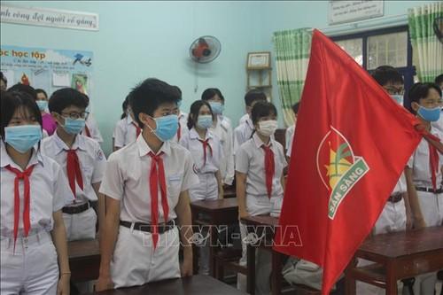 Học sinh cả nước trở lại trường trong điều kiện phòng dịch được siết chặt - ảnh 7