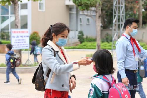 Học sinh cả nước trở lại trường trong điều kiện phòng dịch được siết chặt - ảnh 12