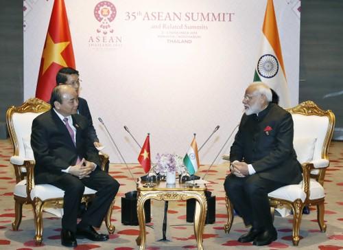 35e sommet de l'ASEAN: Nguyên Xuân Phuc rencontre son homologue indien - ảnh 1