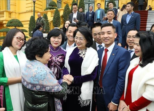 Dang Thi Ngoc Thinh rend hommage aux partenaires des programmes de soutien des enfants en 2020 - ảnh 1