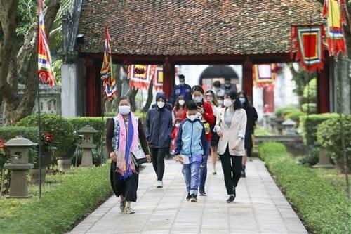 Hanoï a accueilli 122.000 touristes pendant la semaine du Têt - ảnh 1