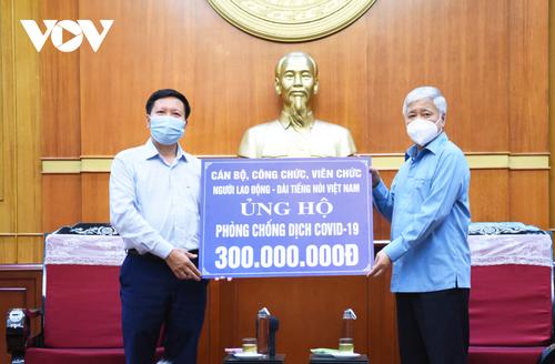VOV fait un don de 300 millions de dôngs au Front de la Patrie du Vietnam - ảnh 1