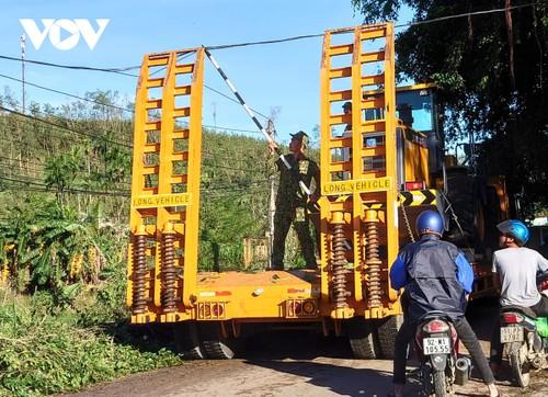 Phó Thủ tướng Trịnh Đình Dũng chỉ đạo công tác cứu nạn tại xã Trà Leng, Nam Trà My - ảnh 12