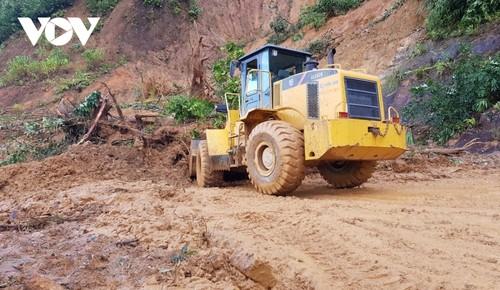 Phó Thủ tướng Trịnh Đình Dũng chỉ đạo công tác cứu nạn tại xã Trà Leng, Nam Trà My - ảnh 13