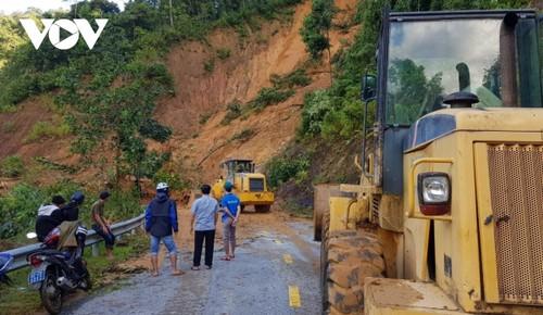 Phó Thủ tướng Trịnh Đình Dũng chỉ đạo công tác cứu nạn tại xã Trà Leng, Nam Trà My - ảnh 14