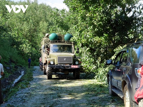 Phó Thủ tướng Trịnh Đình Dũng chỉ đạo công tác cứu nạn tại xã Trà Leng, Nam Trà My - ảnh 17