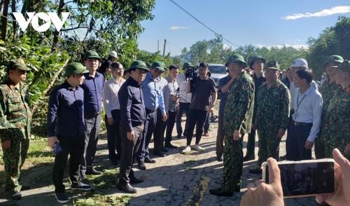 Phó Thủ tướng Trịnh Đình Dũng chỉ đạo công tác cứu nạn tại xã Trà Leng, Nam Trà My - ảnh 1