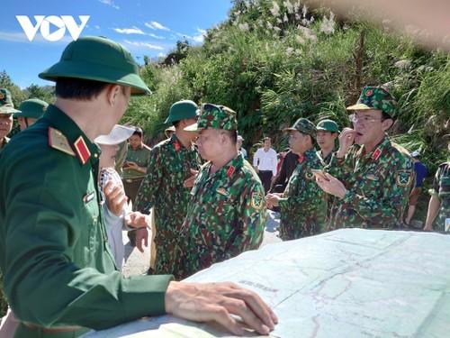 Phó Thủ tướng Trịnh Đình Dũng chỉ đạo công tác cứu nạn tại xã Trà Leng, Nam Trà My - ảnh 21
