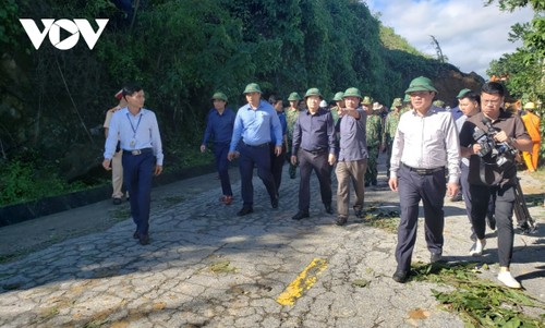 Phó Thủ tướng Trịnh Đình Dũng chỉ đạo công tác cứu nạn tại xã Trà Leng, Nam Trà My - ảnh 2