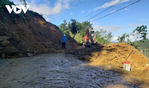 Phó Thủ tướng Trịnh Đình Dũng chỉ đạo công tác cứu nạn tại xã Trà Leng, Nam Trà My - ảnh 3