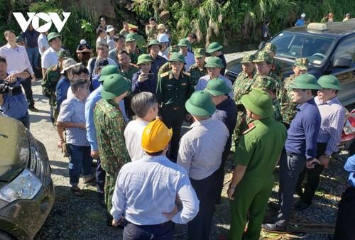 Phó Thủ tướng Trịnh Đình Dũng chỉ đạo công tác cứu nạn tại xã Trà Leng, Nam Trà My - ảnh 4