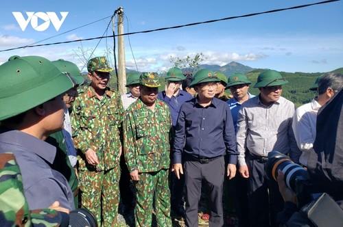 Phó Thủ tướng Trịnh Đình Dũng chỉ đạo công tác cứu nạn tại xã Trà Leng, Nam Trà My - ảnh 7