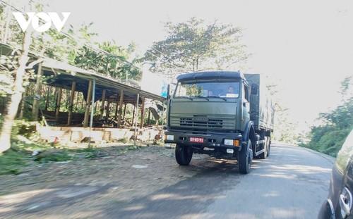 Phó Thủ tướng Trịnh Đình Dũng chỉ đạo công tác cứu nạn tại xã Trà Leng, Nam Trà My - ảnh 8