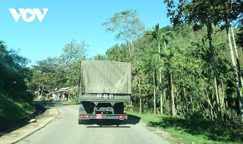 Phó Thủ tướng Trịnh Đình Dũng chỉ đạo công tác cứu nạn tại xã Trà Leng, Nam Trà My - ảnh 9