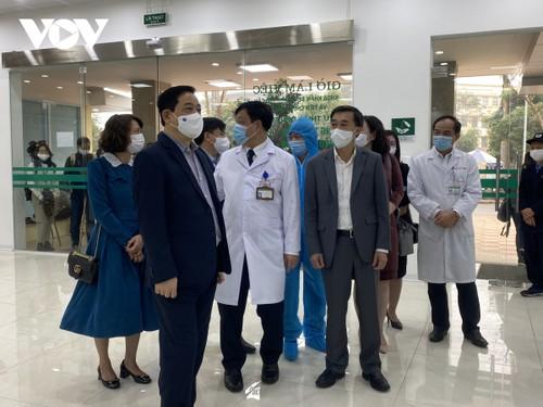 Cán bộ y tế Bệnh viện Bệnh Nhiệt đới Trung ương tiêm vaccine COVID-19 - ảnh 6