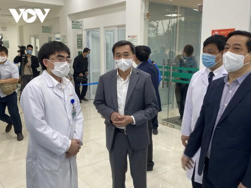 Cán bộ y tế Bệnh viện Bệnh Nhiệt đới Trung ương tiêm vaccine COVID-19 - ảnh 5