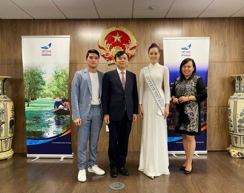 Hoa hậu Khánh Vân diện áo dài trắng, khoe dáng giữa nước Mỹ - ảnh 6