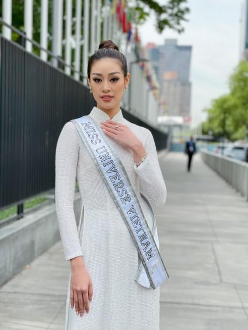 Hoa hậu Khánh Vân diện áo dài trắng, khoe dáng giữa nước Mỹ - ảnh 4
