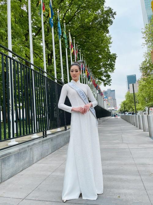 Hoa hậu Khánh Vân diện áo dài trắng, khoe dáng giữa nước Mỹ - ảnh 5