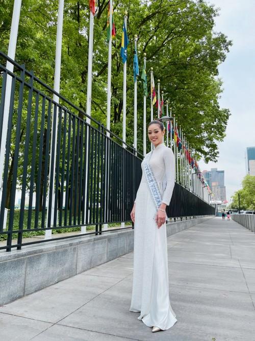 Hoa hậu Khánh Vân diện áo dài trắng, khoe dáng giữa nước Mỹ - ảnh 3