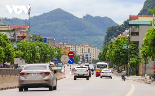 Người dân Quảng Ninh trở lại nhịp sống bình thường mới - ảnh 1