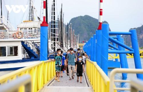 Người dân Quảng Ninh trở lại nhịp sống bình thường mới - ảnh 6
