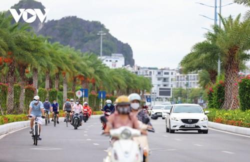 Người dân Quảng Ninh trở lại nhịp sống bình thường mới - ảnh 7