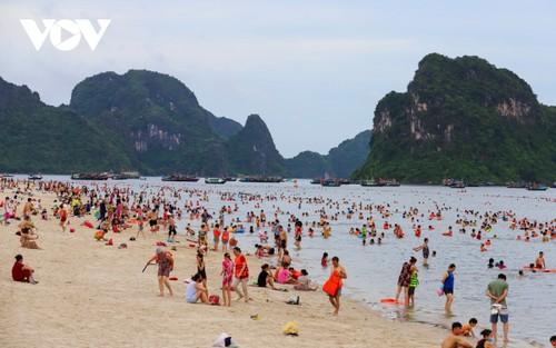 Người dân Quảng Ninh trở lại nhịp sống bình thường mới - ảnh 8