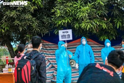 Chuyến tàu nghĩa tình chở 814 người dân Hà Tĩnh rời tâm dịch cập bến - ảnh 2