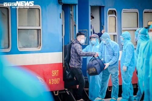 Chuyến tàu nghĩa tình chở 814 người dân Hà Tĩnh rời tâm dịch cập bến - ảnh 5