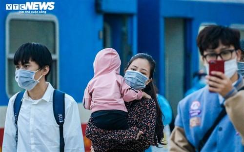 Chuyến tàu nghĩa tình chở 814 người dân Hà Tĩnh rời tâm dịch cập bến - ảnh 8