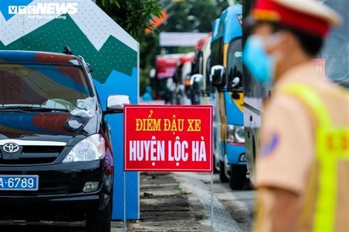 Chuyến tàu nghĩa tình chở 814 người dân Hà Tĩnh rời tâm dịch cập bến - ảnh 9
