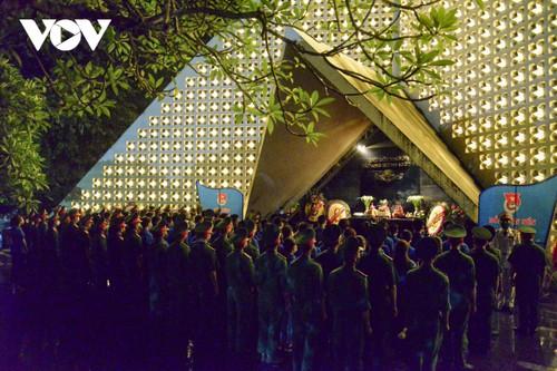 Thắp nến tri ân các anh hùng liệt sĩ ở Điện Biên - ảnh 3