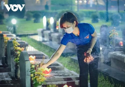Thắp nến tri ân các anh hùng liệt sĩ ở Điện Biên - ảnh 7
