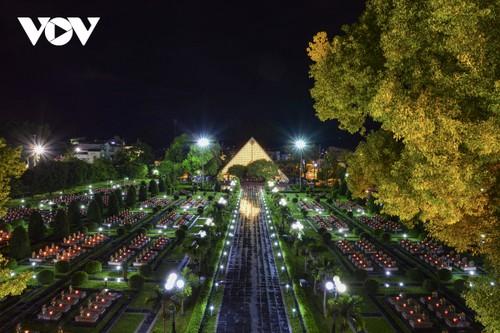 Thắp nến tri ân các anh hùng liệt sĩ ở Điện Biên - ảnh 8
